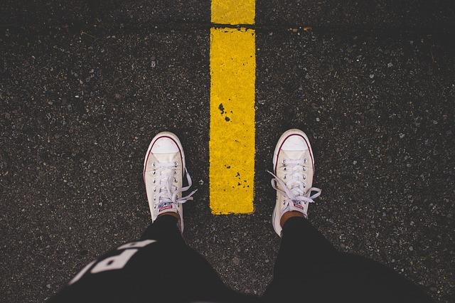 nohy na silnici