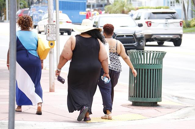 tři tlusté ženy