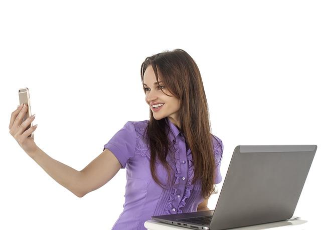 video-hovorová komunikace přes mobilní telefon