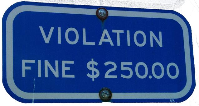 informační cedule o sankci až do výše 250 000 dolarů